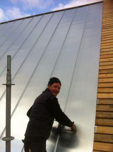 Montage van fels dak in Enkhuizen
