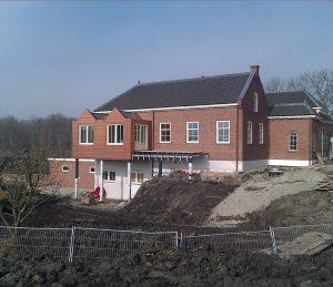 Koperen aanbouw aan huis