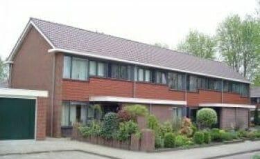 Huis met klassieke dakgoot 150